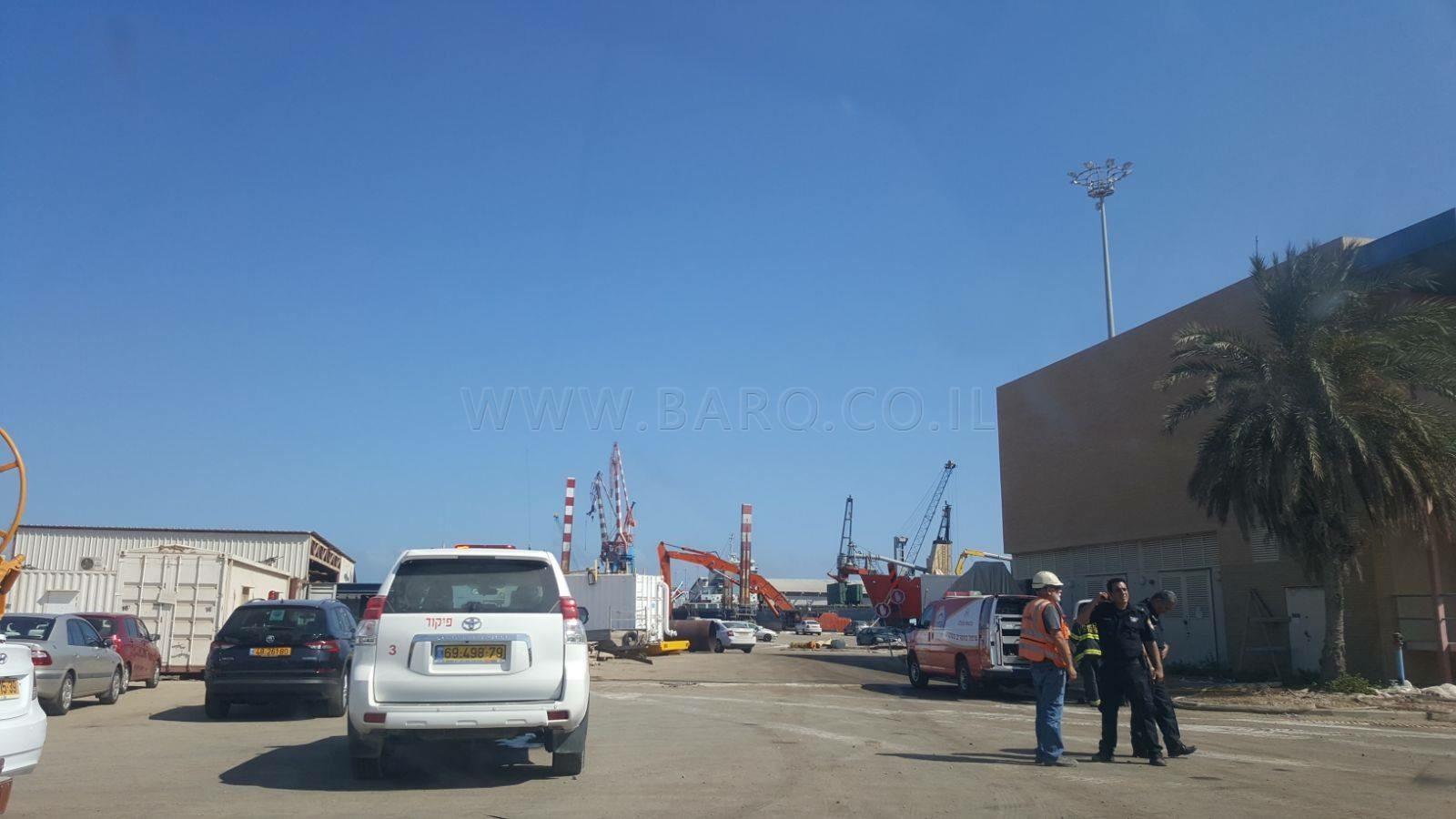 Photo of حيفا :سقوط عاملين بحفرة عميقة واصاباتهما خطيرة جدا