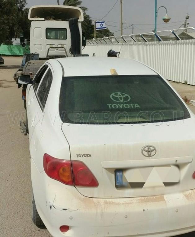 Photo of طفل عربي (8 سنوات) يقود سيارة  ووالدته إلى جانبه!
