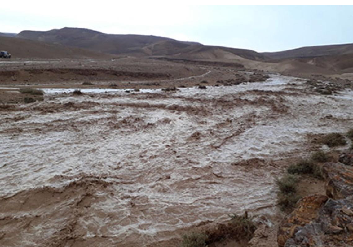 Photo of بالڤيديو : امطار وسيول في منطقة الجنوب وزخات من الامطار