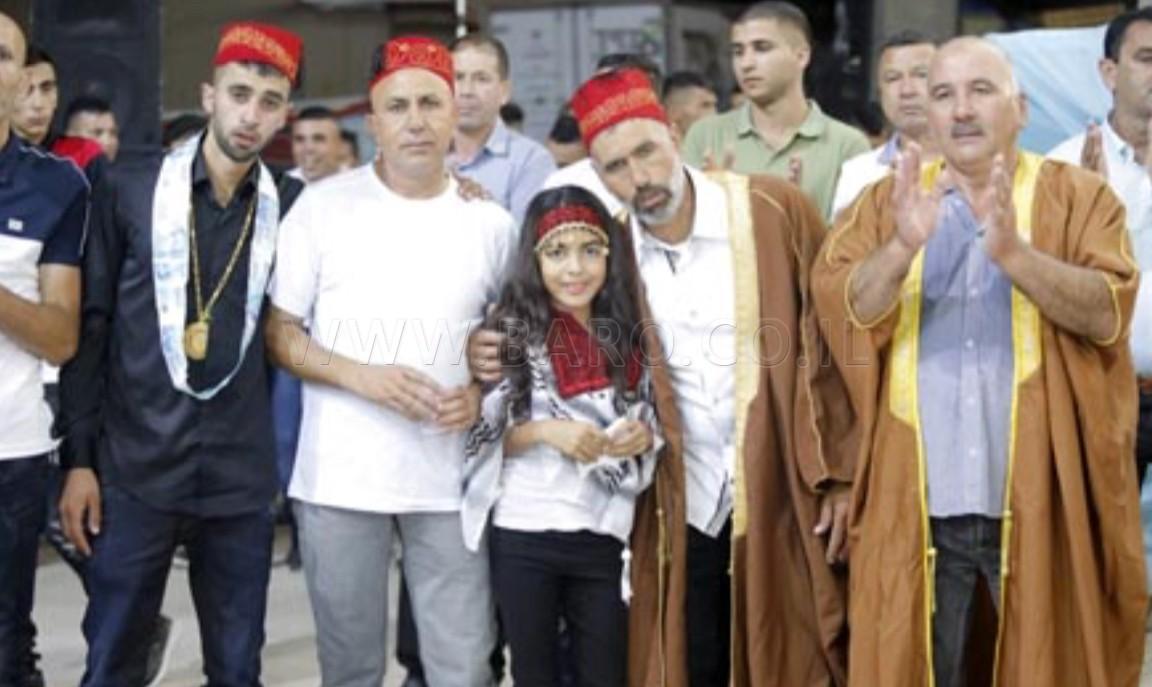 Photo of طفلة من رهط تُهدي ابني عمها – دكتور وعريس –  قسيمة ارض خلال الزفاف !