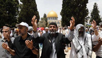 Photo of عشرات الالاف من المصلين في صلاة الجمعة الثالثة من شهر رمضان المبارك في رحاب المسجد الاقصى المبارك