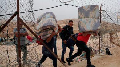 Photo of مئات العمال الفلسطينيين في طريقهم للعمل بإسرائيل قرب الخليل