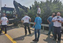Photo of عرعرة: مصرع عامل 50 جرّاء صعقة كهرباء خلال قص الاشجار