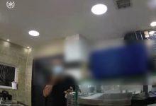 Photo of الشرطة تجري تفتيشًا داخل مطعم في كفرياسيف وتغرّم صاحبه بـ5000 لمخالفة التعليمات