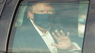 Photo of ترامب يغادر المستشفى بموكب سيارات ملوحا بيده لمؤيديه