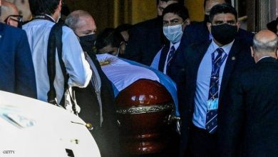 "Photo of خطيئة ""نعش مارادونا"" تطيح 3 عاملين.. وتهديدات بالقتل"