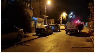 Photo of أحداث عنيفة في قلنسوة: إطلاق رصاص وإلقاء قنبلة وإصابة شاب يعمل بالمجال الطبيّ بجراح متوسطة