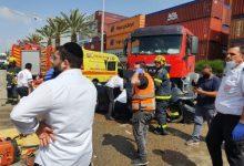 Photo of إصابة شاب وحالته حرجة إثر حادث طرق مروّع بين شاحنة وسيارة خصوصية في أشدود