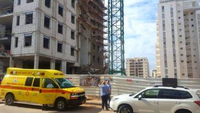 Photo of الناصرة: إصابة عامل (19 عامًا) بجراح خطيرة جراء سقوطه عن ارتفاع في ورشة بناء