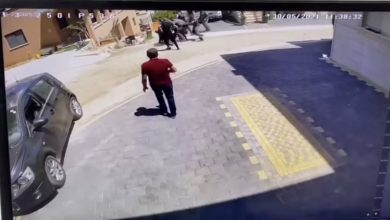 Photo of عرعرة: حملة اعتقالات واسعة وأفراد الشرطة يعتدون على المواطنين بطريقة عنيفة