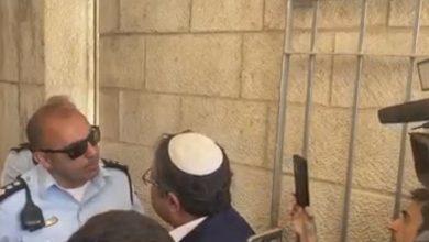 Photo of عضو الكنيست اليمني المتطرف إيتمار بن جفير يحاول اقتحام المسجد الأقصى والشرطة تمنعه
