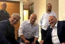 Photo of رسميًّا: القائمة العربية الموحدة توقّع على اتفاقية الحكومة الجديدة مع يائير لبيد