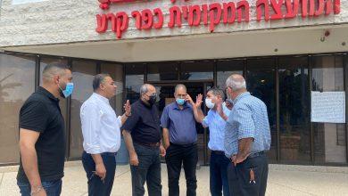 Photo of كفرقرع : مدير عام شركة نتيفي يسرائيل،نيسيم بيرتس خلال زيارته للبلدة