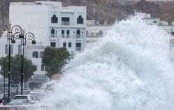 Photo of مشاهد صادمة من إعصار شاهين الذي يضرب عُمان