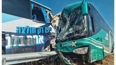 Photo of إصابة العشرات بحادث طرق مروع بين حافلتين على شارع 6